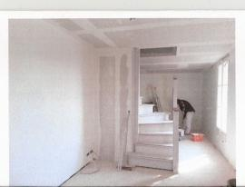 escalier intérieur en cours de réalisation sur mesure en bois exotique...
