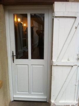 rénovation d une porte d entrée avec installation comprise...